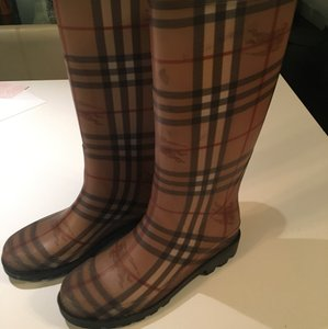 Burberry black, red, beige Boots