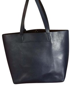 Kelsi Dagger Tote in navy and black