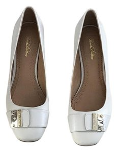 Brooks Brothers Gold Hardware off white Pumps