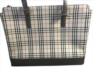 Burberry 7abuhb025 Satchel in White