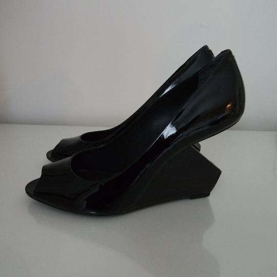 Pour La Victoire Patent Peep Toe Reverse Heel Abstract Black Pumps
