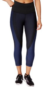 Nike Women's Nike Zoned Sculpt Capri Leggings made with compression to support key muscle zones. Materials: 51% nylon, 37% polyester, 12 spandex Style/Color: 810967-010