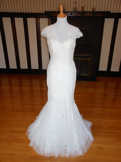 Pronovias Off White Lace 5332 Destination Wedding Dress Size 12 (L) Image 0