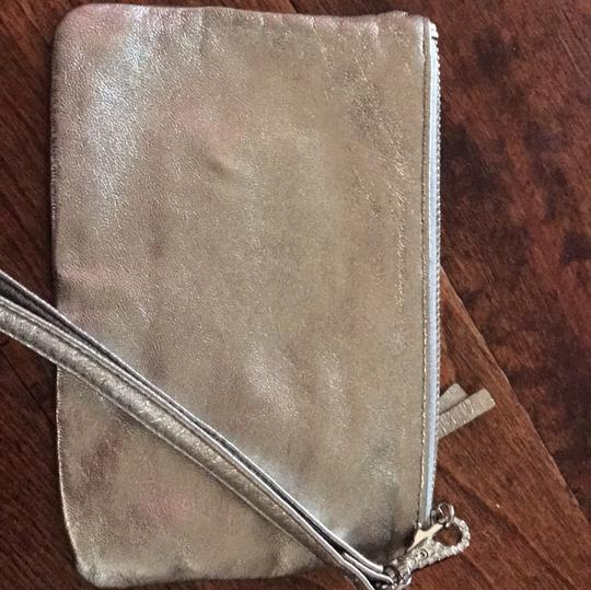 Express Wristlet in silver Image 2
