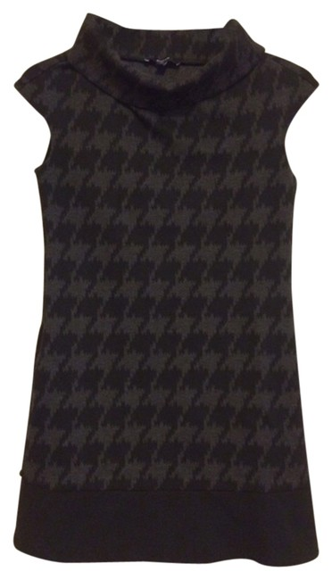 Preload https://item1.tradesy.com/images/express-black-and-grey-above-knee-workoffice-dress-size-0-xs-2093875-0-0.jpg?width=400&height=650