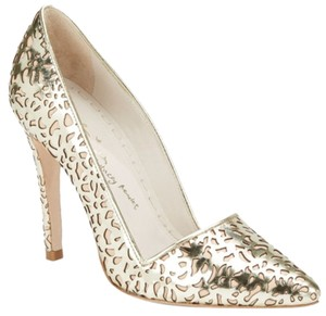 Alice + Olivia gold Pumps