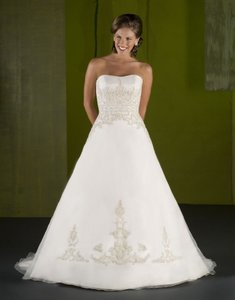 Emerald Bridal 4007 Wedding Dress