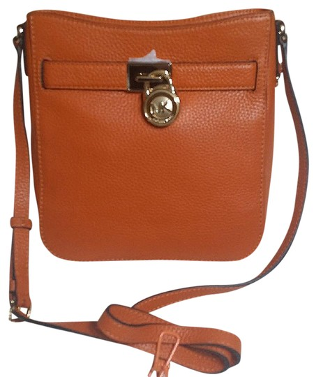 Preload https://img-static.tradesy.com/item/20940401/michael-kors-hamilton-travel-messenger-orange-leather-cross-body-bag-0-1-540-540.jpg