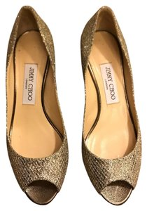 Jimmy Choo #jimmychoo #choopump #chooisabel #isabel #gold Gold Pumps