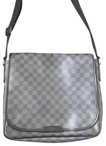Louis Vuitton Damier Mm Graphite Daniel Mm Cross Body Bag