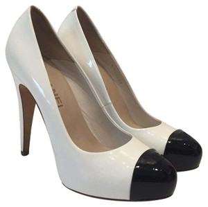 Chanel Black and white / blanc noir Pumps