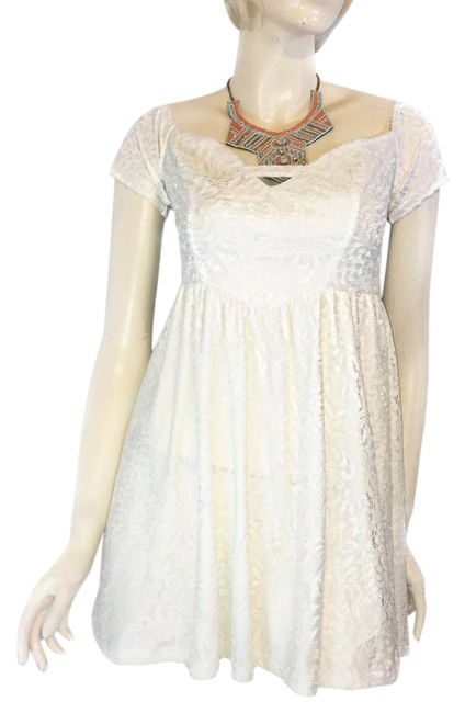 Preload https://img-static.tradesy.com/item/20944703/lf-white-lace-babydoll-short-casual-dress-size-10-m-0-2-650-650.jpg
