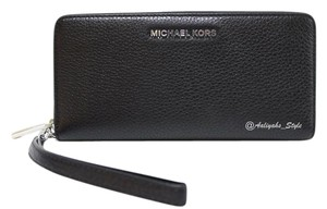 Michael Kors Leather Nwt Kors Wristlet in Black