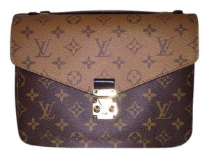 b169f1b25b1f Louis Vuitton Metis Totes - Up to 70% off at Tradesy (Page 2)