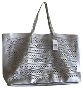 Saks Fifth Avenue Handbag 5th Fashion Tote in Silver