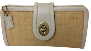 Coach Straw Staw Straw Leather White Clutch