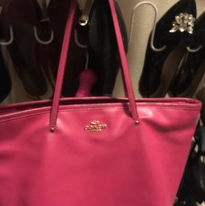 coach pink tote Tote in pink