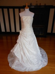 Pronovias 2816 Satin Destination Wedding Dress Size 8 (M)