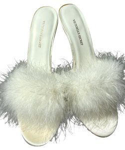 Victoria's Secret Feathers Satin Stiletto Slippers Hollywood White Sandals