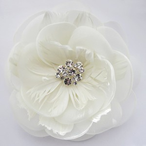 Elegance By Carbonneau Ivory Flower With Feather Accent & Rhodium Silver Plated Clip 103