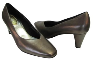 Ros Hommerson Leather Size 10.00 Wide Very Good Condition Bronze with sheen, Pumps