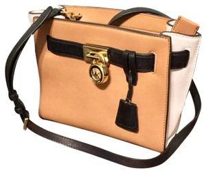Michael Kors Satchel in suntn / wt /black