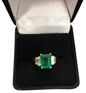custome design Emerald and diamond ring 18k gold
