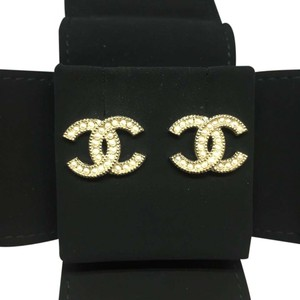 Chanel NEW! Classic CC Pearl Earrings