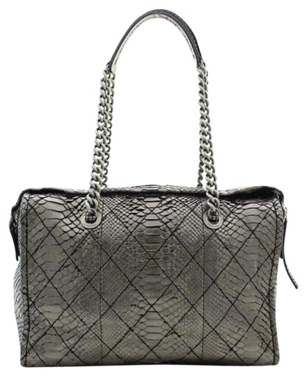 Preload https://img-static.tradesy.com/item/20954364/chanel-classic-flap-camera-only-one-216248-metallic-silver-python-skin-leather-weekendtravel-bag-0-3-540-540.jpg
