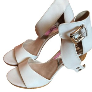 Michael Kors Heel Retro Open Toed white and silver Pumps