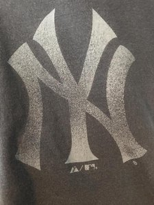 Majestic MLB Tee New York Yankees T Shirt Blue with White Graphic