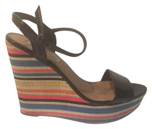 Steve Madden Like New Black with multi-colored striped wedge Wedges