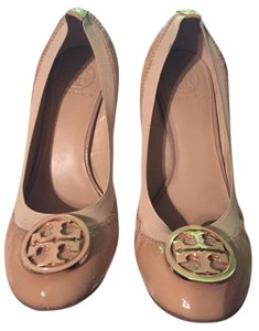 dd1d71df4014 Tory Burch Round Toe Stacked Patent Leather Elastic Caroline Sand Wedges