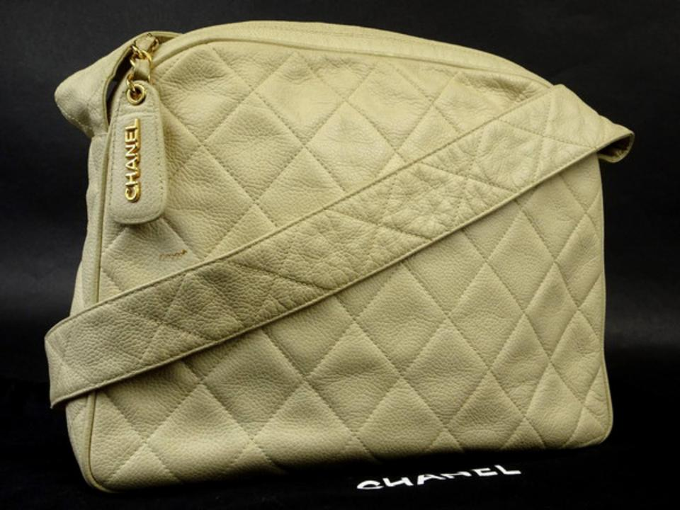 6be36aa402a6 Chanel Camera Classic Quilted Vintage Flap Cross Body Bag Image 0 ...
