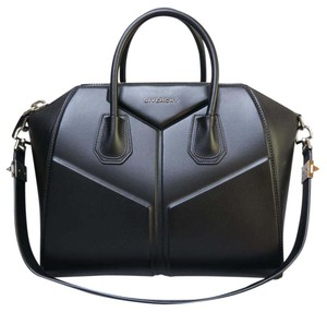 Givenchy Antigona Calfskin Satchel in black
