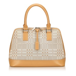 Burberry 7bbuhb005 Tote in Beige