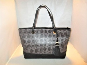 Tommy Hilfiger Next Day Shipping Tote in Black / Pepper