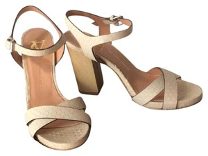 Vince Camuto Nwt New With Tags Beige Sandals