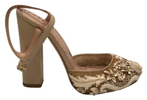 Marchesa Block Heel Mesh Ankle Strap Like New gold and cream Sandals