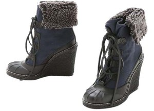 Tory Burch Faux Fur Wedge Lace Up navy/ black Boots