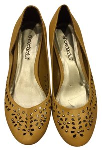 ShoeDazzle mustard yellow. Flats