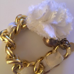 MILLY Milly Gold Chain with White Flower Bracelet