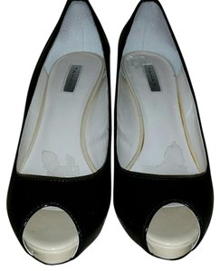 Tahari Black and Cream Platforms