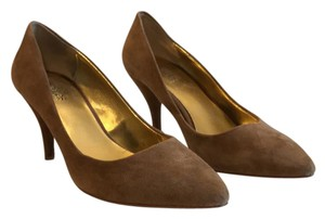 Charles by Charles David taupe Pumps
