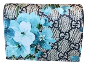 Gucci WOW! Beautiful Gucci Blue Blooms Credit Card Holder Wallet