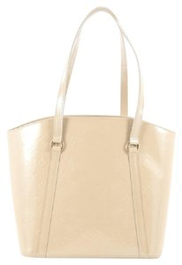 Louis Vuitton Leather Tote in Off white
