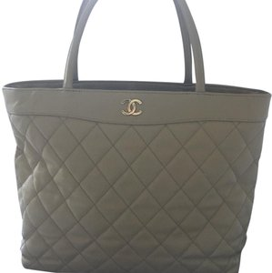 Chanel Tote in Classic Chanel Beige /Taupe