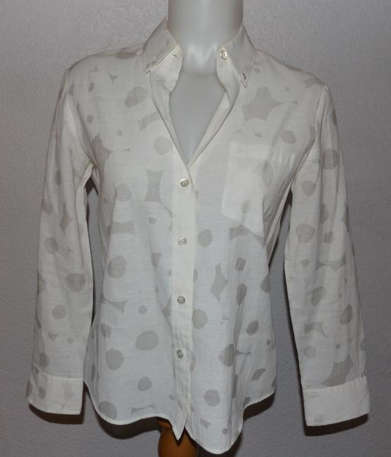 Preload https://img-static.tradesy.com/item/20977892/theory-white-with-light-gray-button-front-button-down-top-size-8-m-0-0-650-650.jpg