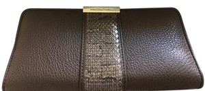 Stuart Weitzman Signature Gold Bar Adjustable Strap Wristlet in BROWN AND CHESTNUT BROWN