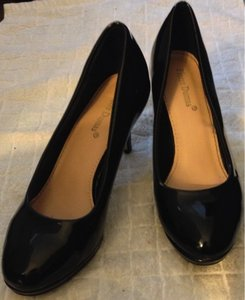 Pierre Dumas Patent Night Or Day Simple Flattering Black Pumps